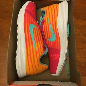 New Nike downshifter Sneakers 6.5Y Fit Ladies 7.5